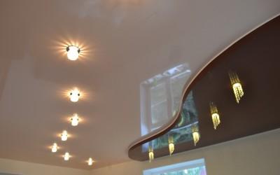 Монтаж натяжного потолка и светильников